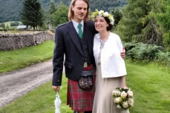 H 26  Braut mit Kopfkranz und Brautstrauß